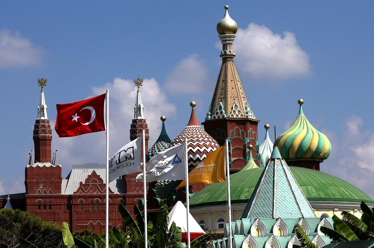 Хотелот Кремљовска палата во Анталија, Турција.