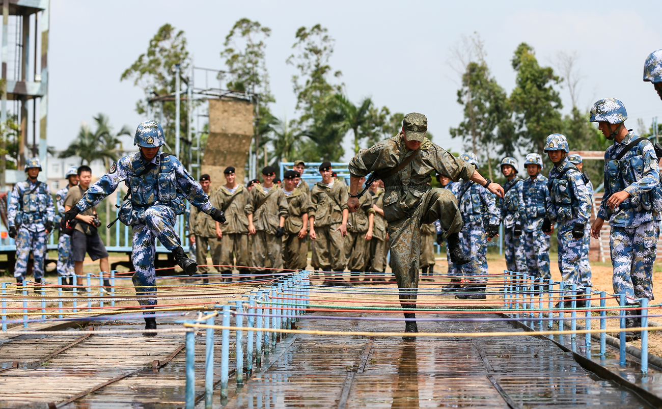 Chinese and Russian soldiers take part in a joint military drill in Zhanjiang, Guangdong province, China