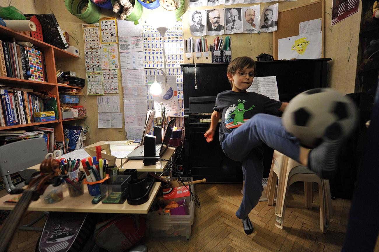 Cantinho do estudo é também local para diversão Foto: Matvey Gidasapov/Artiom Jitenev/RIA Nôvosti