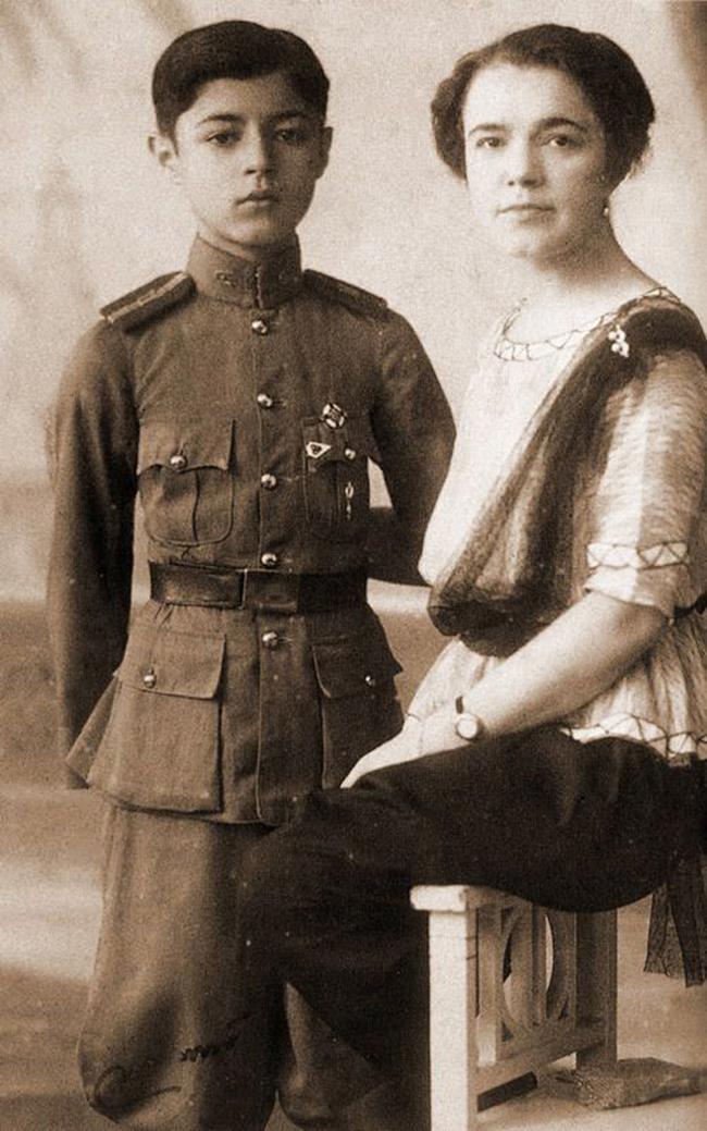 Yekaterina dan anaknya, Pangeran Chula. Sumber: Foto arsip