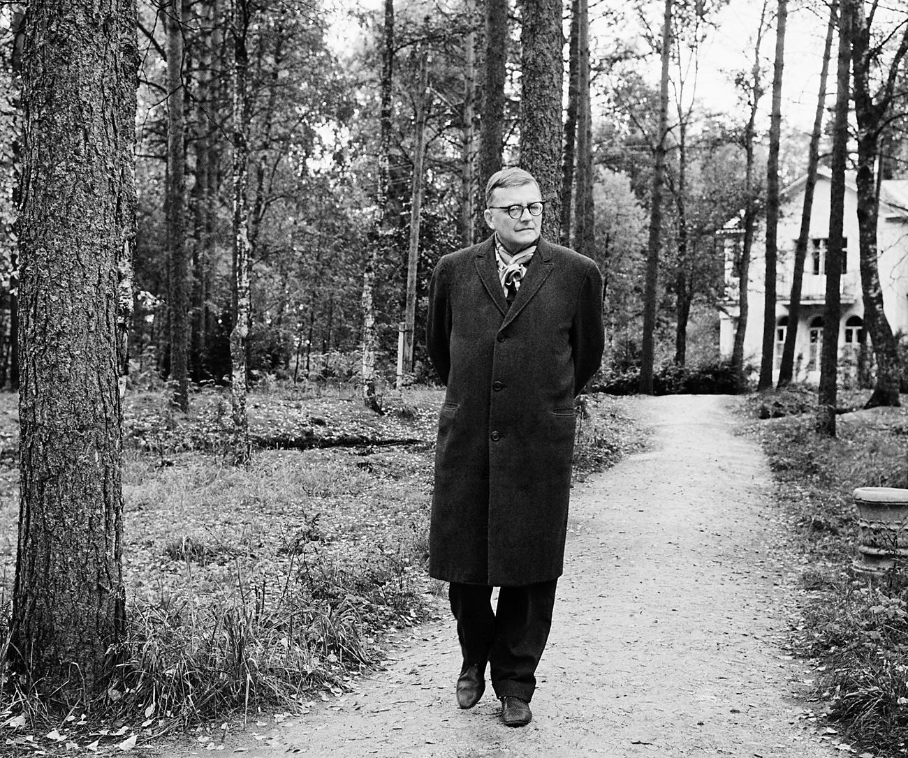 Il compositore Dmitrij Shostakovich a Leningrado.