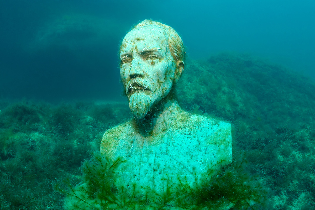 It was then that Vladimir took the dismantled monuments to the Black Sea, and the idea for an underwater museum was born. / Revolutionist Felix Dzherzhinsky