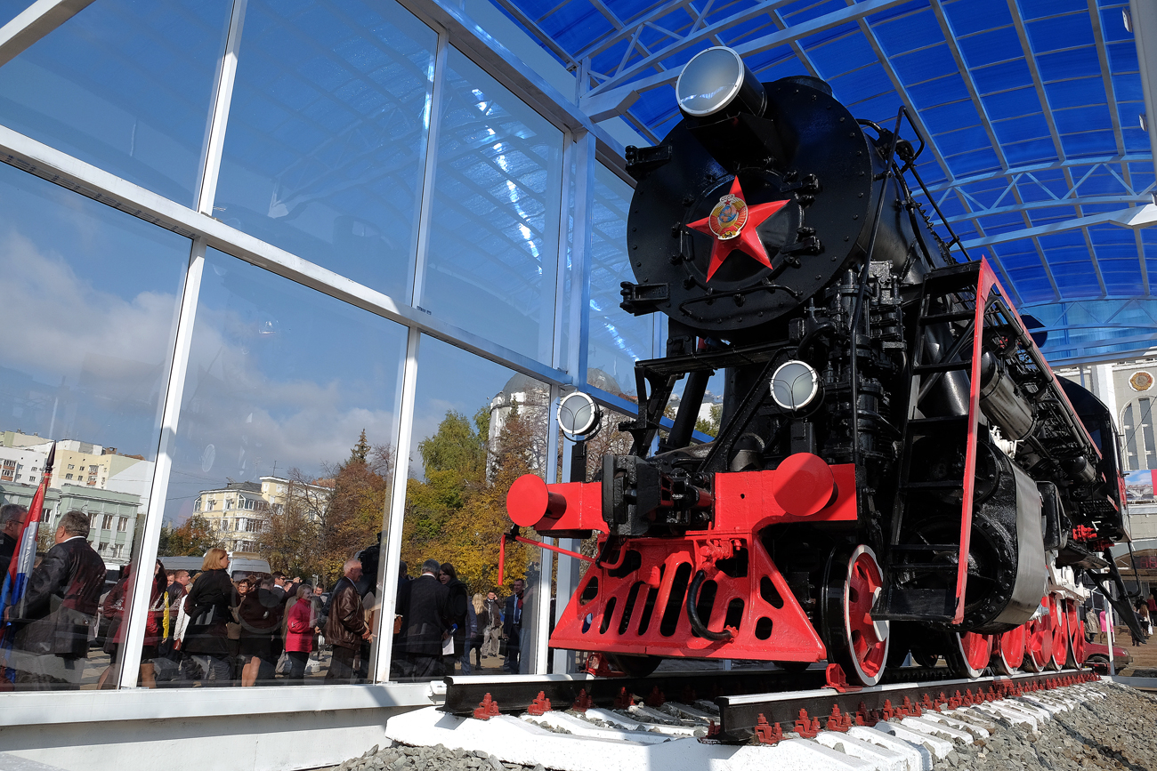 "At the opening ceremony of the monument to the locomotive ""Lebedyanki"" in front of the train station on Komsomolskaya Square in Samara"
