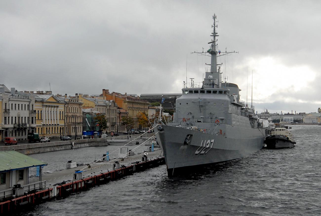 """Embarcação """"Brasil"""" tem presença mais recorrente entre as estrangeiras em São Petersburgo,e realiza longos trajetos com seus cadetes todos os anos."""
