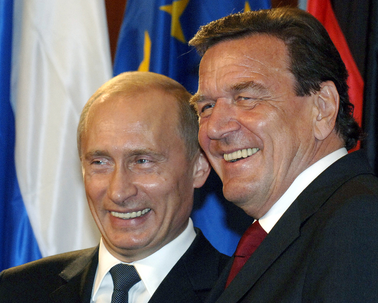 Forner Chancellor of Germany Gerhard Schröder (left) becomes the Chairman of the Board of Nord Stream 2 company, Tagesspiegel reports. Pictured: Vladimir Putin and Gerhard Schröder, Sept. 8, 2005.