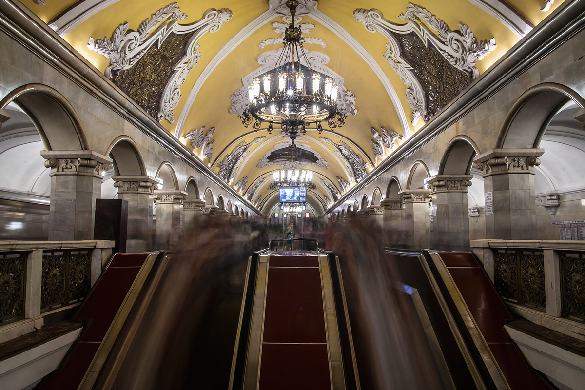 The Moscow Metro is one of the most famous sights on every tourist's must-see list. During the day tourist groups ride round the center of the city, observing the most interesting stations, taking photos in front of the dog on Ploshad' Revolutsii (Revolution Square) station, and peering at the poetry written on the ceiling of Mayakovskaya station and the bas-reliefs on the walls of Electrozavodskaya. When you visit other large Russian cities, there are also reasons to descend underground to see the local subway. Here's why.