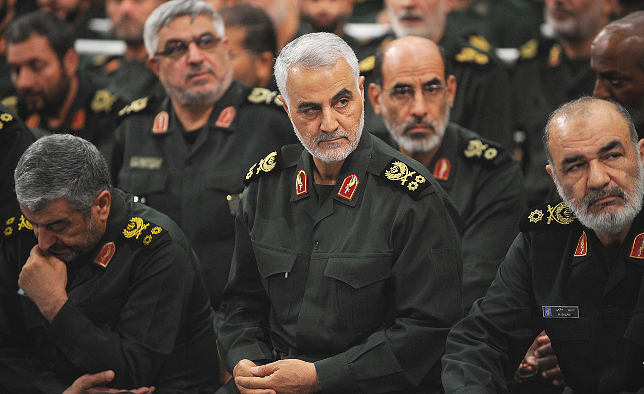 Iranian Quds Force commander Qassem Soleimani (C) attends Iranian supreme leader Ayatollah Ali Khamenei's (not seen) meeting with the Islamic Revolution Guards Corps (IRGC) in Tehran, Iran on Sept. 18, 2016.