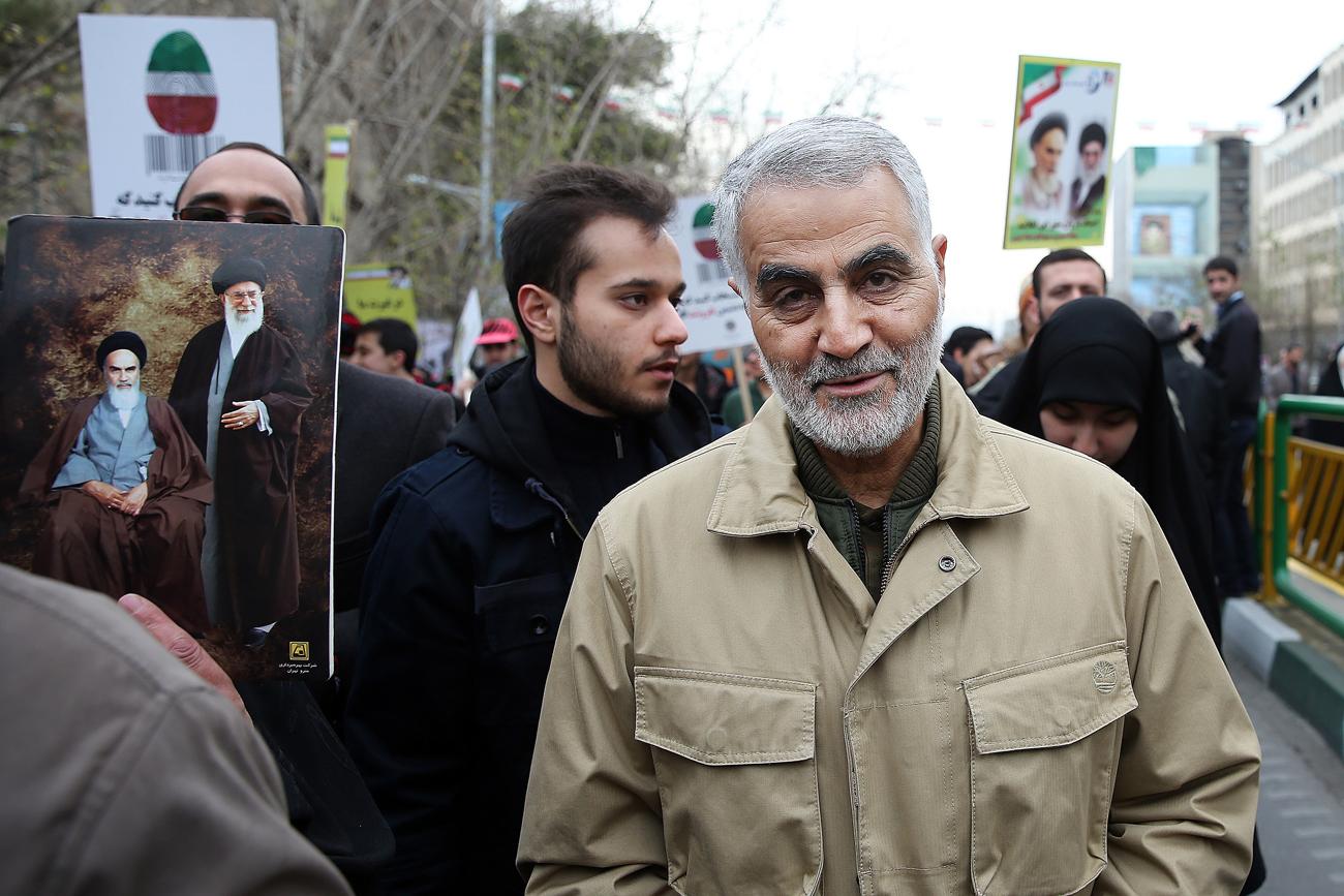 Qassem Soleimani assiste à un rassemblement annuel commémorant l'anniversaire de la Révolution iranienne  de 1979. Téhéran, Iran. Crédit : AP