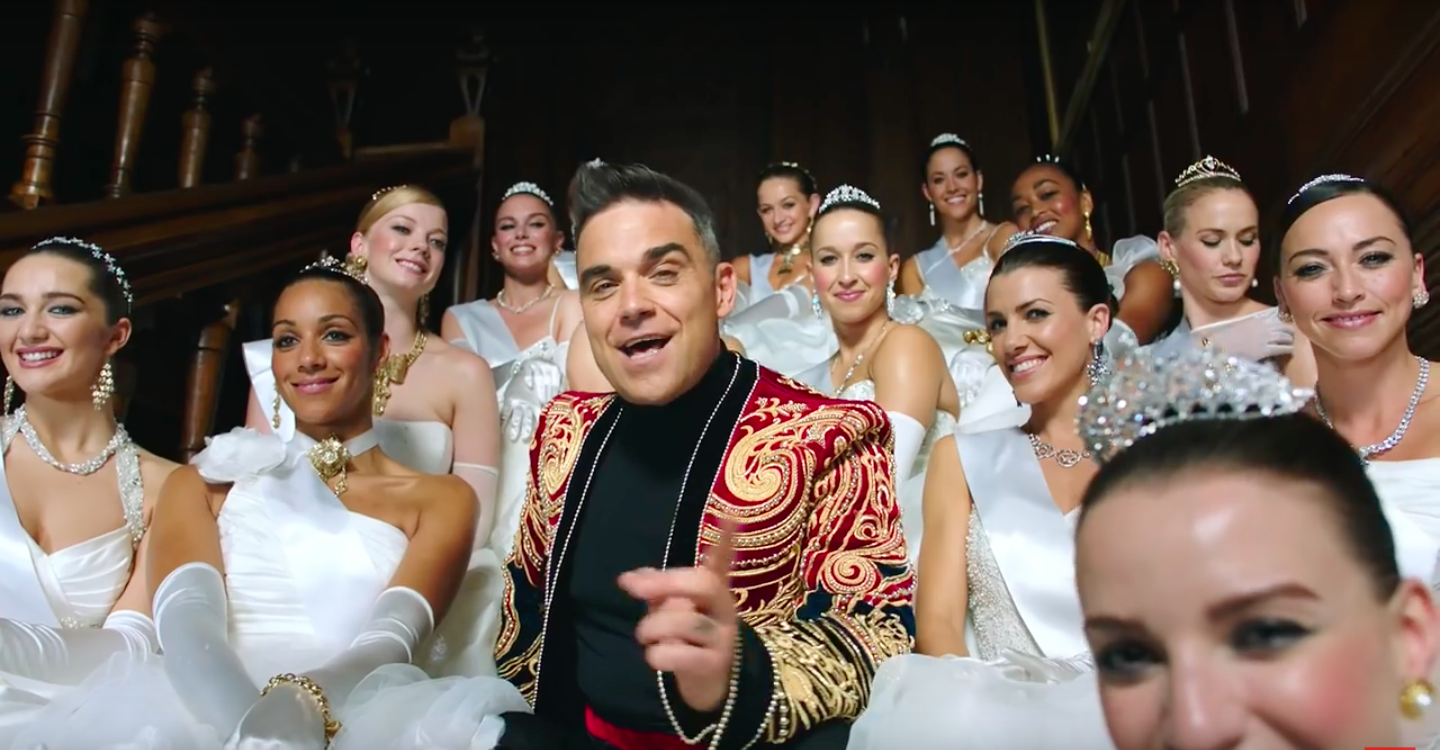 "Screenshot aus dem Musikvideo von Robbie Williams ""Party Like a Russian""."