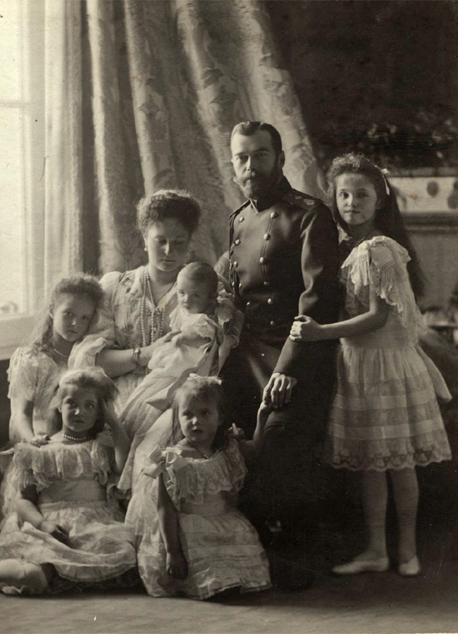 Princesses Maria and Anastasia (sitting) were the youngest and most amicable daughters. Encouraged by Anastasia, Maria started to play tennis, which had recently become popular at the time. The girls would also get carried away with their jokes, knocking paintings and other valuable items from the palace walls. / Nicholas II with wife and children, 1904.