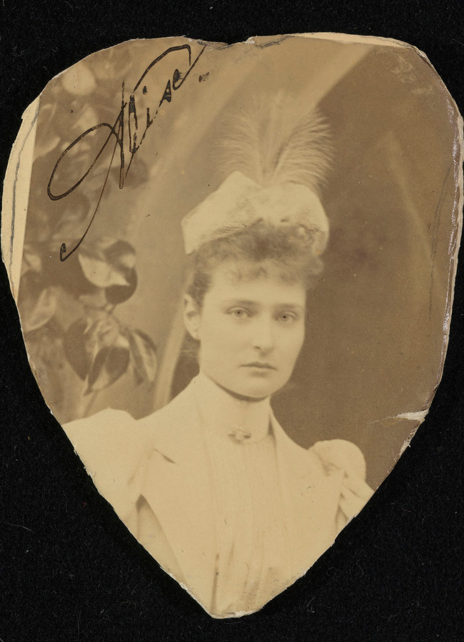 The newlyweds spent their honeymoon in mourning. / Photo of Alexandra Fyodorovna Romanova, 1894.