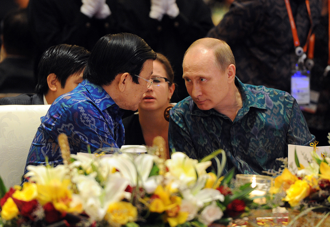 October 7, 2013. Russian President Vladimir Putin, right, during a reception held on behalf of Indonesian President Susilo Bambang Yudhoyono in honor of the heads of states and governments of the countries of the APEC CEO Summit 2013 held in Bali