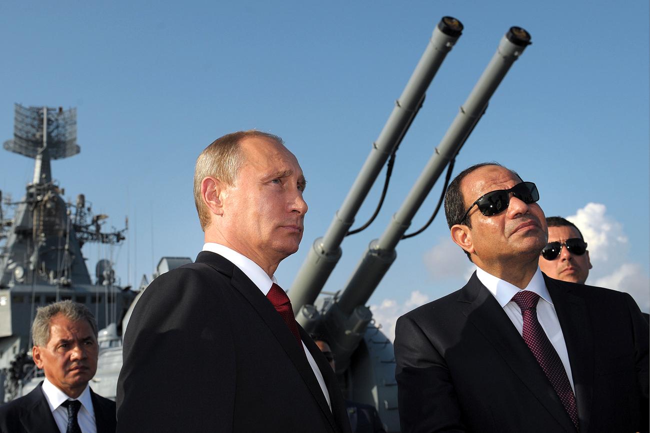 Presiden Rusia Vladimir Putin dan Presiden MEsir Abdel Fattah el-Sisi dalam sebuah kunjungan di Sochi.