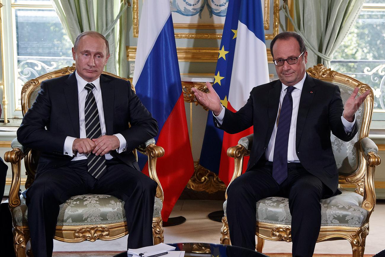 Le président russe Vladimir Poutine et le président français François Hollande au Palais de l'Elysée à Paris.