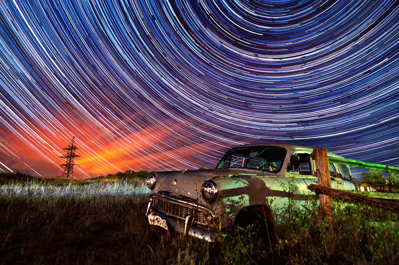 There in the village of Tornovoe in the Samara region I was struck by this abandoned Moskvitch. One photo squeezes in 820 frames. The night was clear, almost cloudless, so the stars are nicely visible. The breaks in the lines of stars are from a couple of motorbikes riding past, and some shots were overexposed and had to be discarded.
