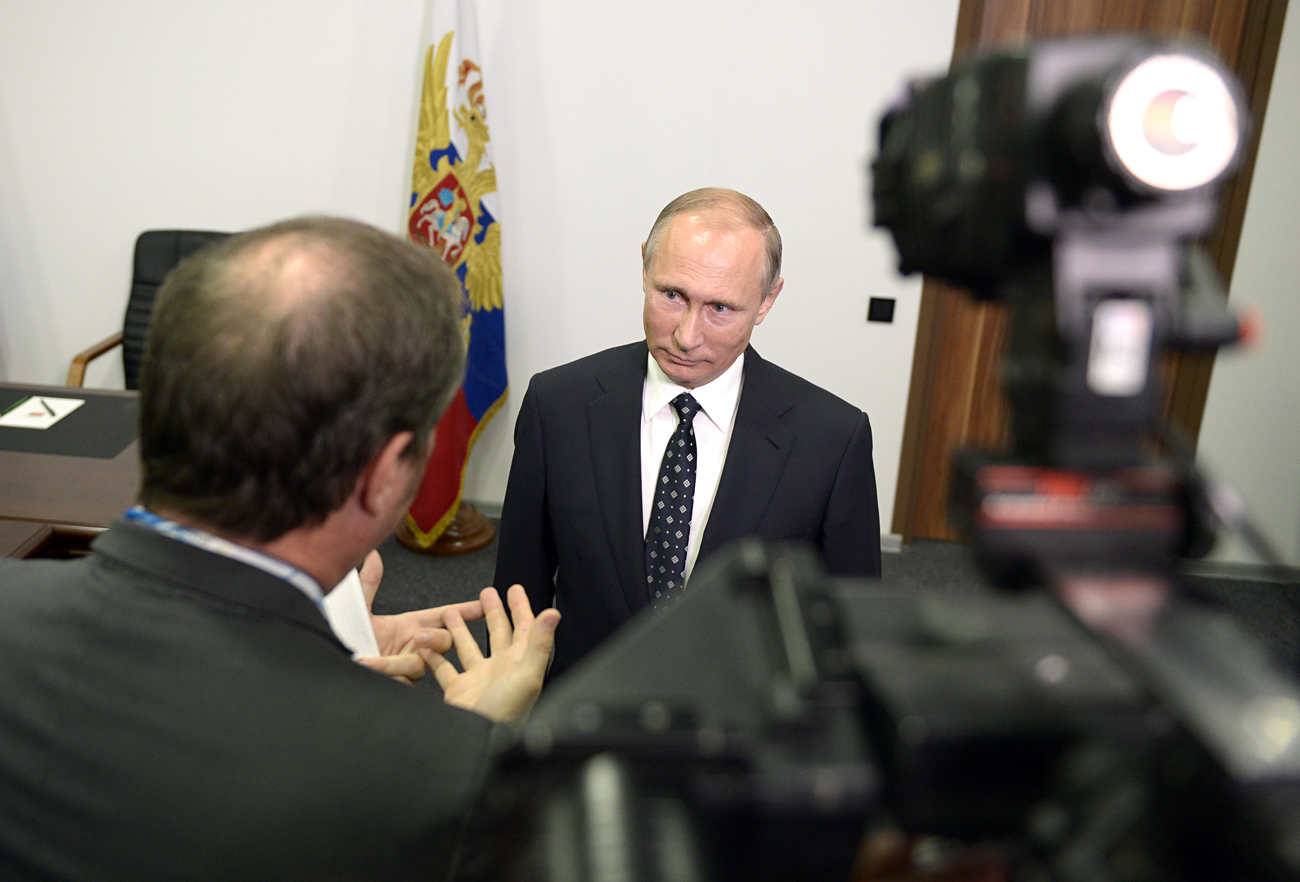 Le président russe Vladimir Poutine donne une interview à TF1.