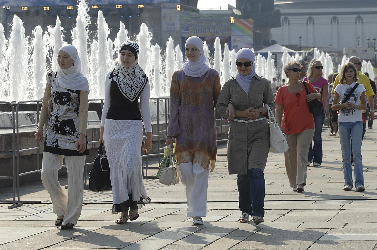 Penggunaan simbol keagamaan di sekolah sedang menjadi kontroversi di Rusia saat ini.