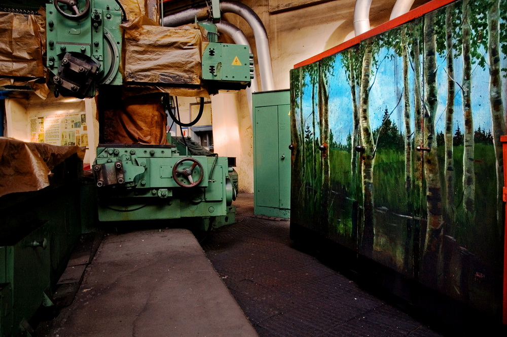 In the 1980s workers themselves began to choose themes for their containers, mostly depictions of nature. In the twilight days of industrialization, art was seen as a way to break free of the gray confines of the factory floor.