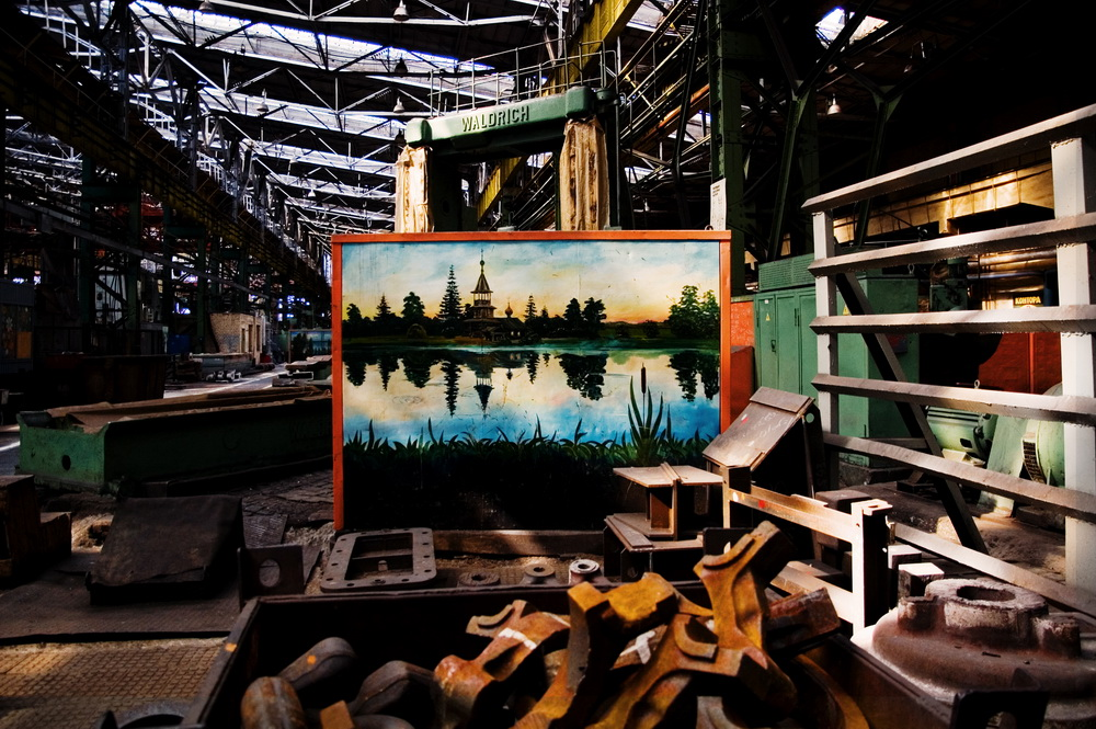In the late 1980s he adorned the tool cabinets in one of the workshops with replicas of famous landscapes by Russian artists and some of his own creations.