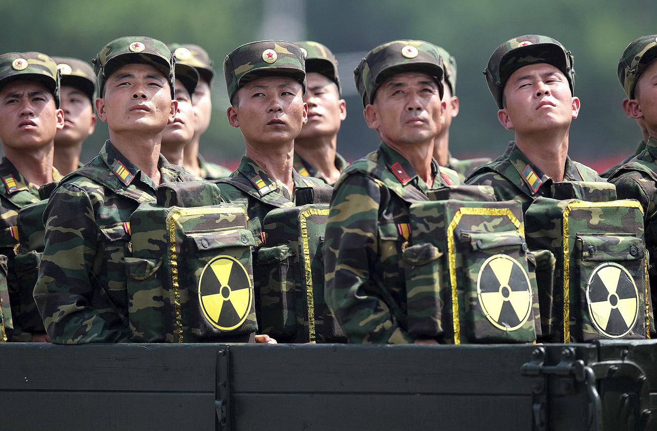 Tentara Korea Utara dalam sebuah parade militer yang memperingati 60 tahun gencatan senjata pada Perang Korea di Pyongyang, Korea Utara.