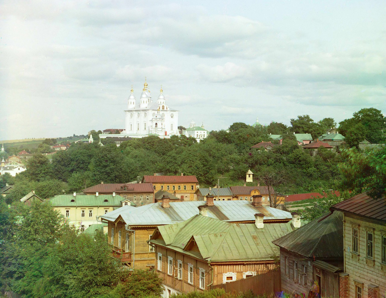 L'empereur Nicolas II appréciait les photographies en couleur et, avec sa bénédiction, Sergueï Prokoudine-Gorski obtint la permission et le financement pour documenter la Russie en couleur. Sur la photo : Cathédrale de la Dormition, Smolensk.