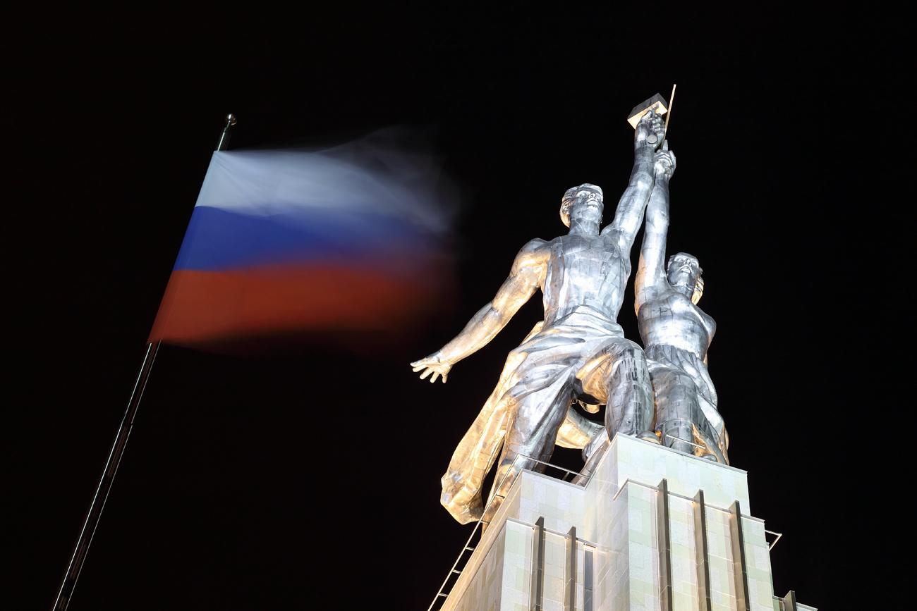 Kip delavca in kolhoznice v Moskvi še danes spominja na sovjetske čase. Vir: Panthermedia/Vostock photo