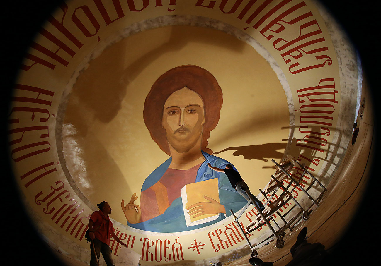Painting the dome and the walls in the upper church of the Cathedral of Christ the Saviour in Kaliningrad.