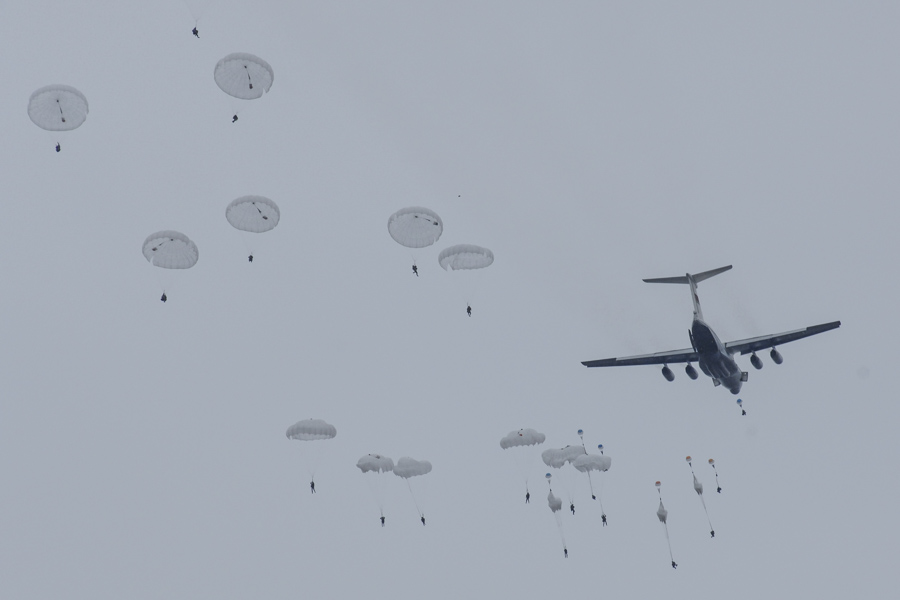 The maneuvers involved 600 paratroopers and 6 Ilyushin Il-76 military transport aircraft.