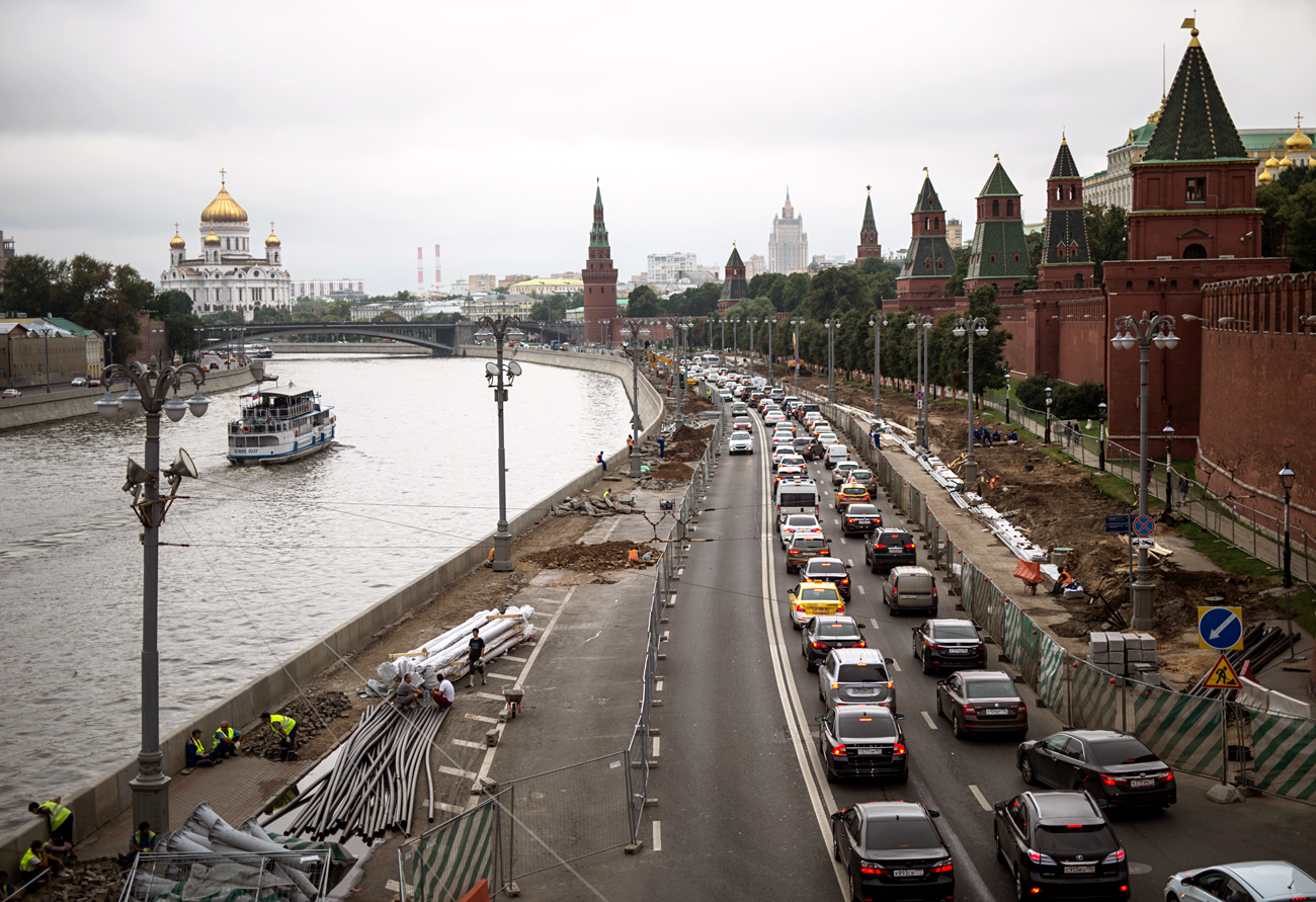 "Moscow is now busy freeing itself of vehicles, whereas previously it seemed that ""one could expand the roads indefinitely."""