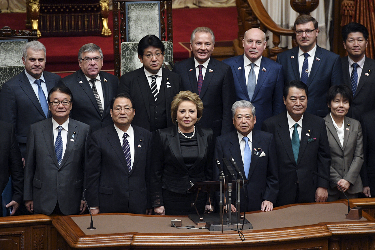 Valentina Matvienko (center) with Japanese and Russian parliamentarians.