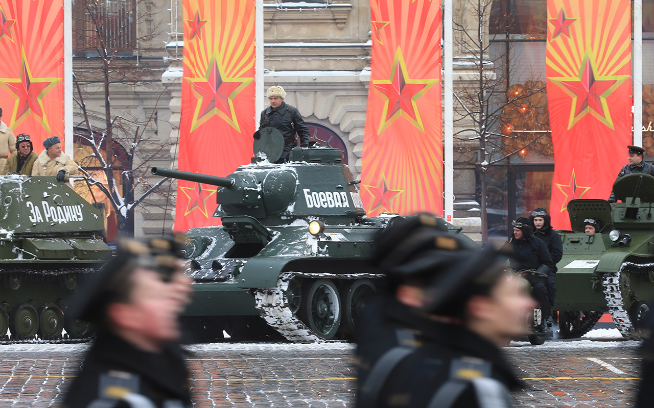 The military equipment of the Great Patriotic War era - tanks T-34, T-38, T-37 and T-60 and Katyusha multiple rocket launchers - paraded across the square. The equipment will stay there until 5 p.m.