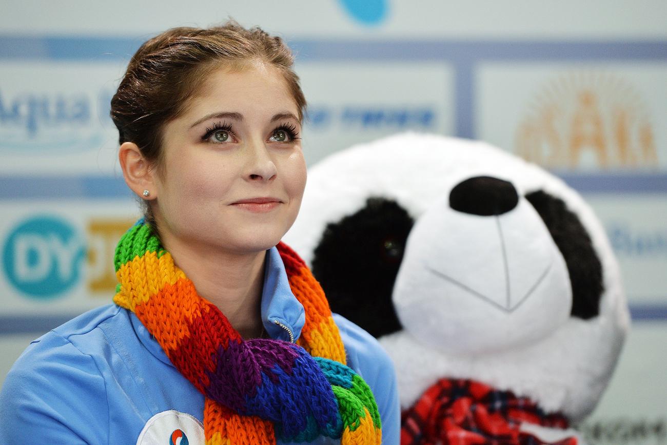 Sie ist ihrer Rolle als kleines Wunderkind entwachsen: Julia Lipnitzkaja ist mittlerweile 18 Jahre alt und schaffte es seit den Olympischen Spielen in Sotschi nicht mehr auf das Siegerpodest. Beim letzten Grand Prix in Moskau hoffte sie noch auf Platz drei – leider vergeblich.