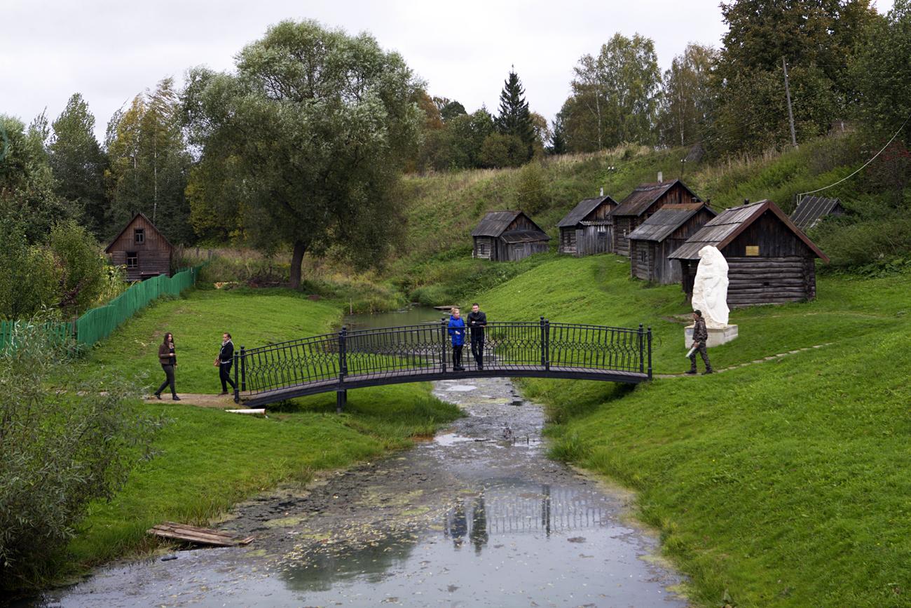 Russische Banjas im Museumskomplex von Wjatskoje. Diese kann man nicht nur bestaunen, sondern auch zweckgemäß nutzen.