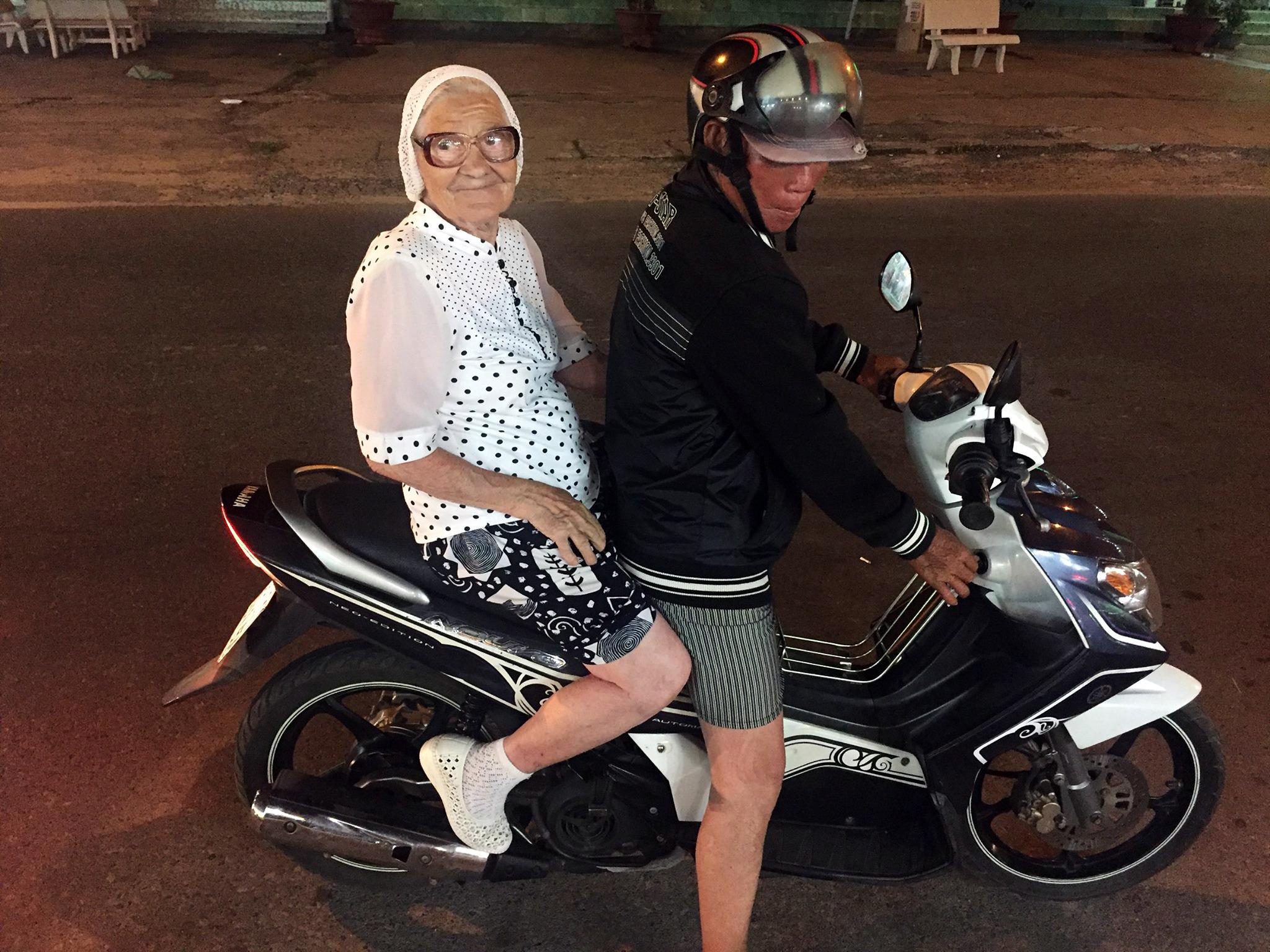 Eine 89-jährige Jelena Jerchowa bereist die Welt und wird über Nacht zum Star.