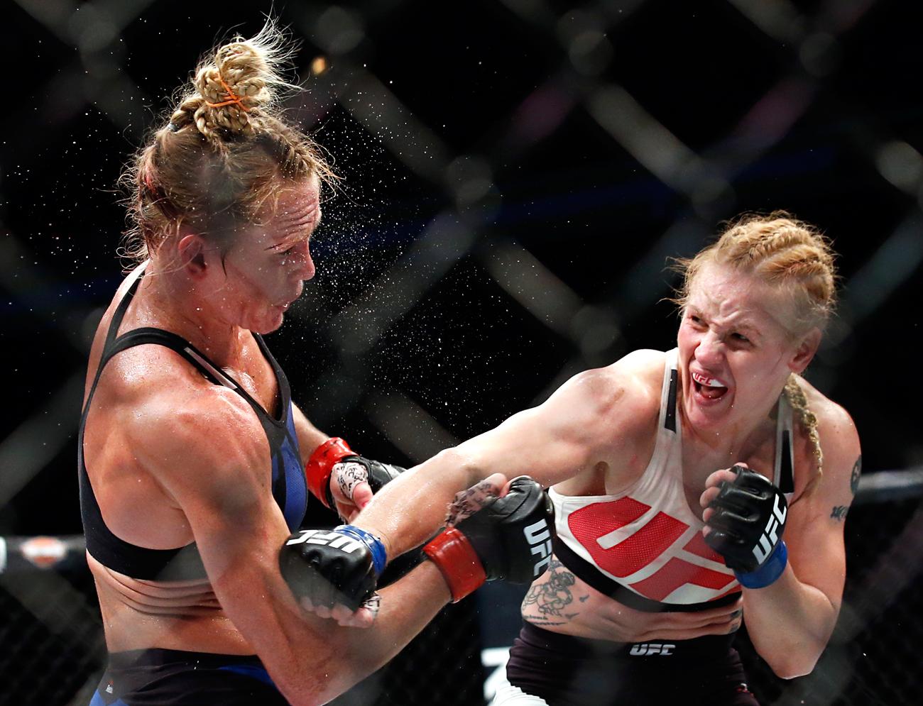 La pelea entre Valentina Shevchenko (a la derecha) y Holly Holm.