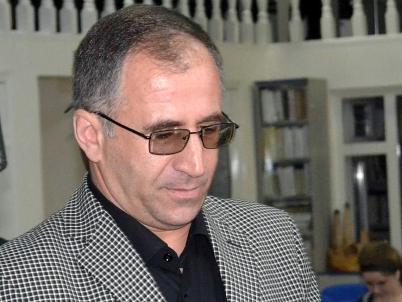 Ramzan Curov, pisatelj, avtor himne Ingušetije in turistični vodnik po Džejraškem rajonu. Vir: Press Photo
