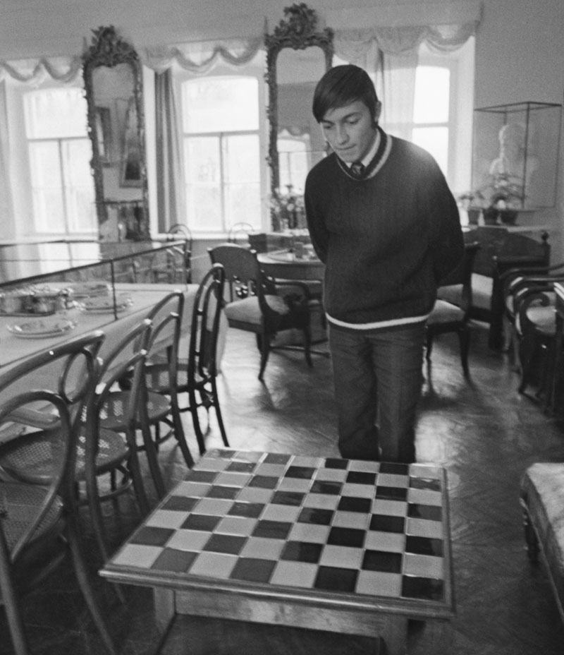 1973. Grandmaster Anatoly Karpov takes a look at Leo Tolstoy's chess table in the writer's mansion at Yasnaya Polyana, 200 km south of Moscow.