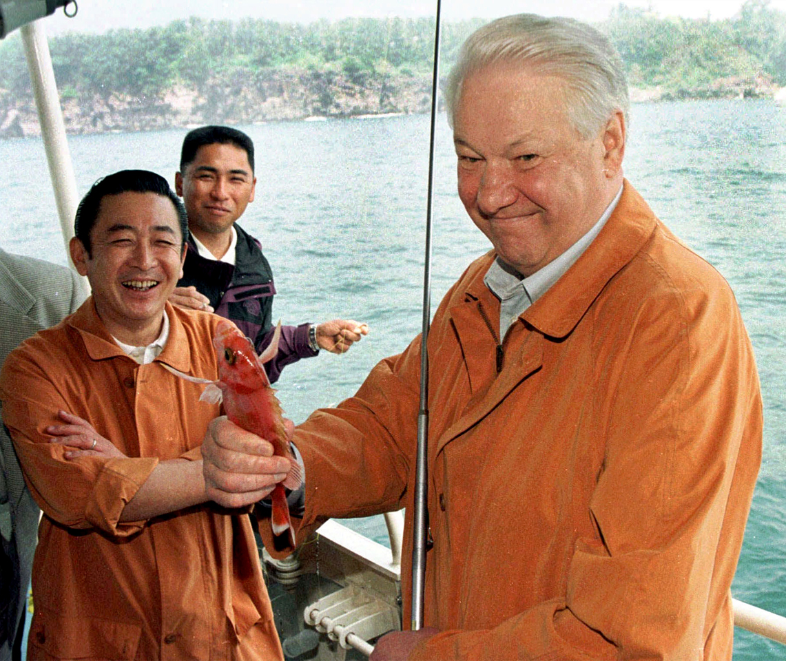 JAPAN, 19 April 1998. Russian President Boris Yeltsin and Japanese Prime Minsiter Hashimoto both have a good catch on a luxury motor cruiser on a fishing trip in Kawana Bay April 19, but the size of the catch is unknown yet. OPS: Russian President Boris Yeltsin (R) boasts his catch to Japanese Prime Minsiter Hashimoto (in pic)