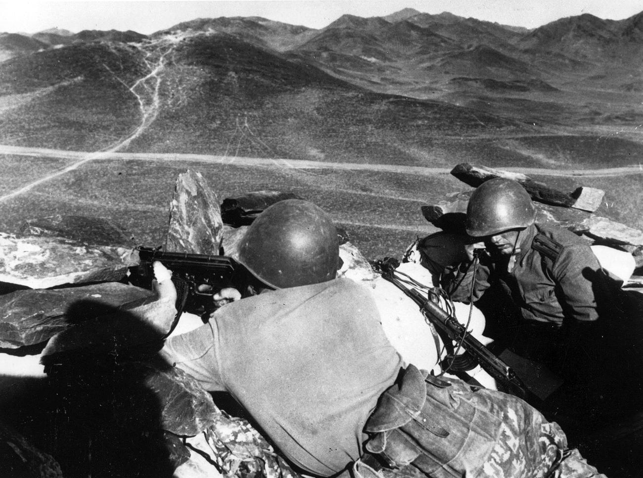 Съветски войници на хълма Каменная на съветско-китайската граница по време на войната.