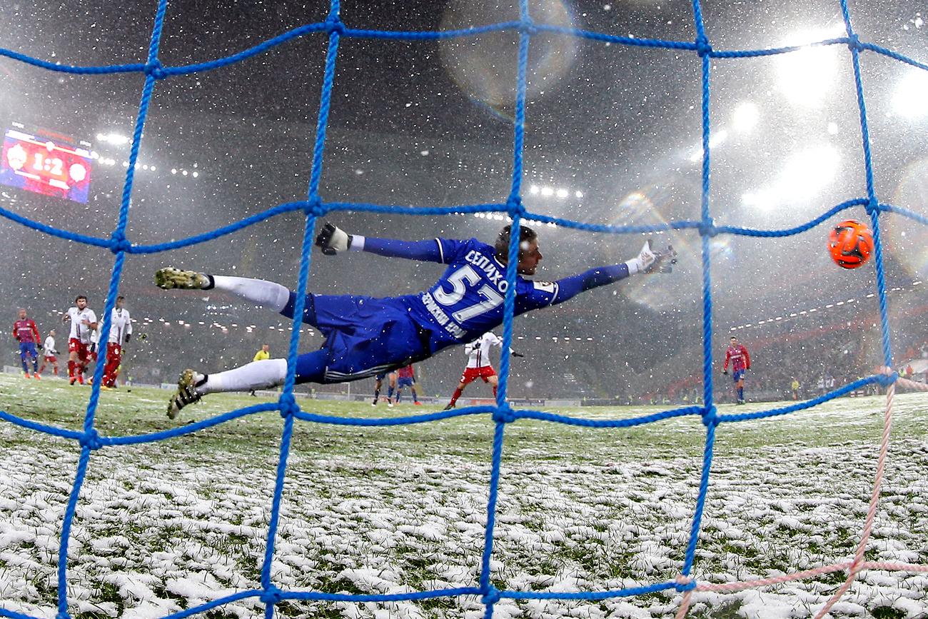 FCアムカル・ペルミのゴールキーパーアレクサンドル・セリホフ、ロシアサッカー・プレミアリーグ2016-2017=