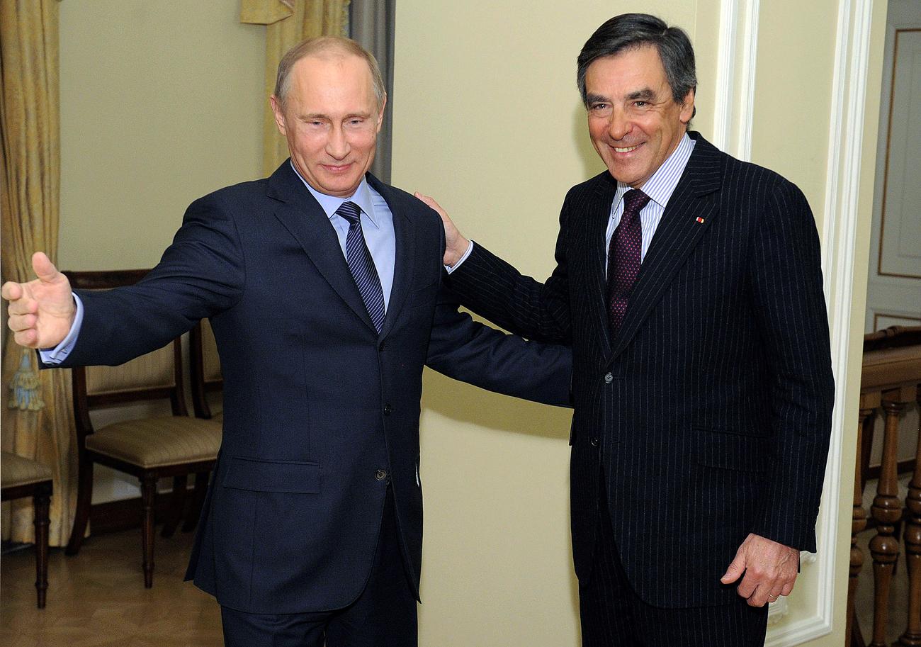Владимир Путин с бившия френски министър-председател Франсоа Фийон в резиденцията на руския президент Ново Огарьово.