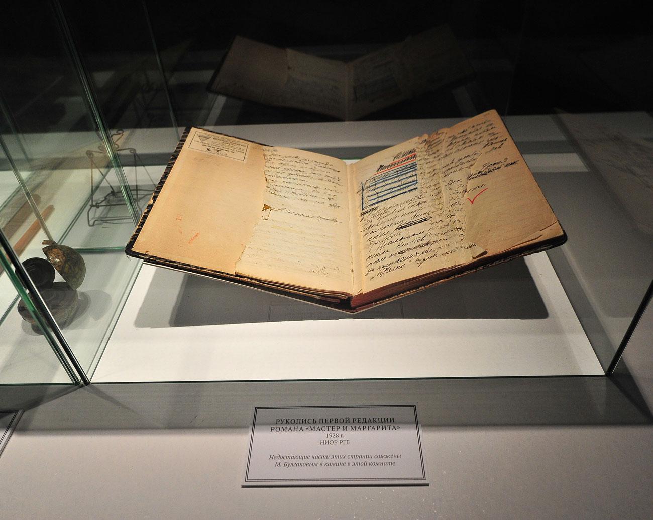 Manuscrito exibido na exposição em maio Foto: Agência Moskva