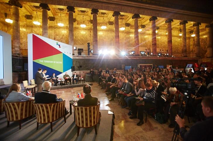 Al Forum Internazionale della Cultura di San Pietroburgo.
