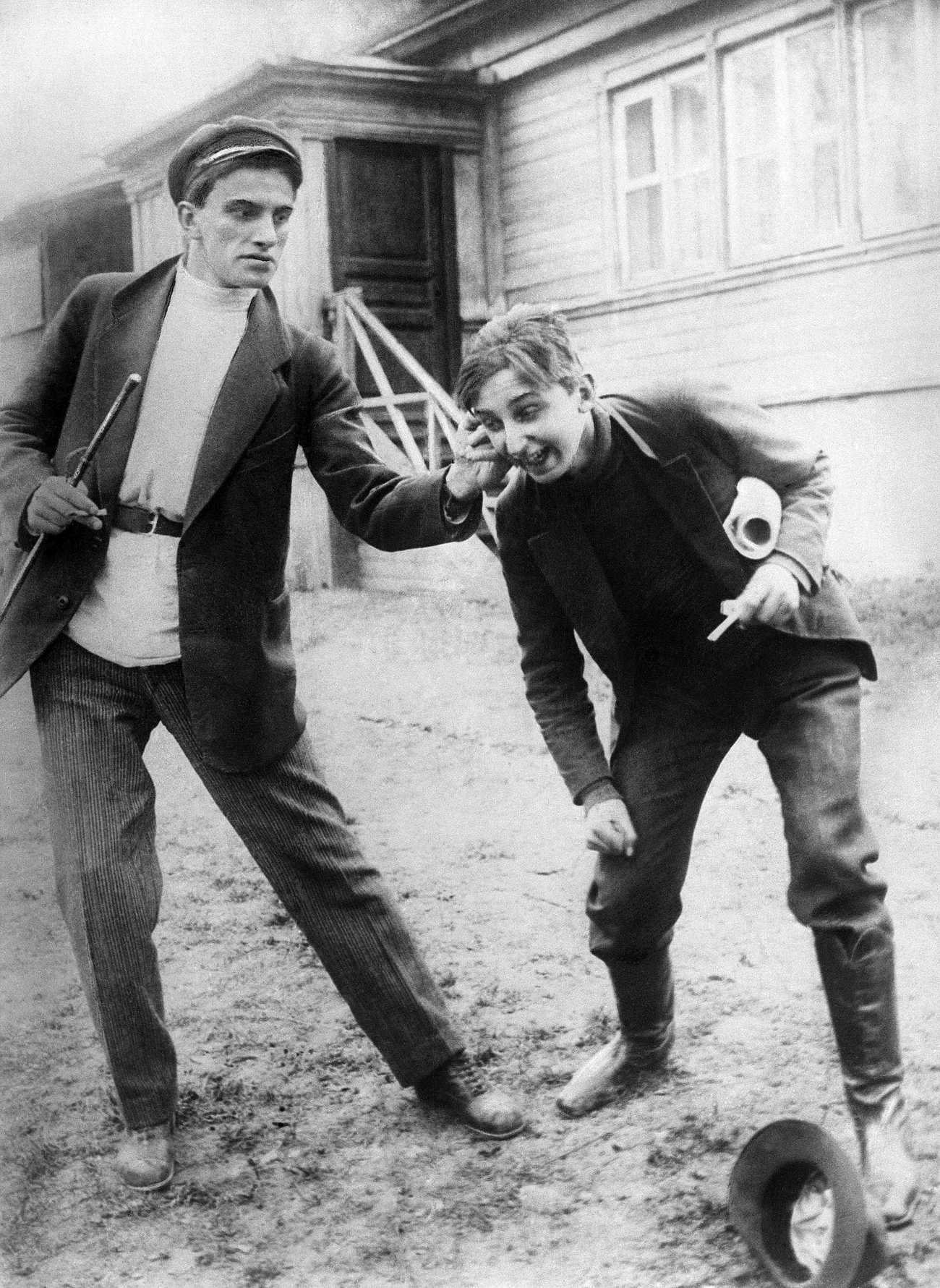 Russian poet Vladimir Mayakovsky (L) in a scene from 'The Lady and the Hooligan film.' Source:  TASS