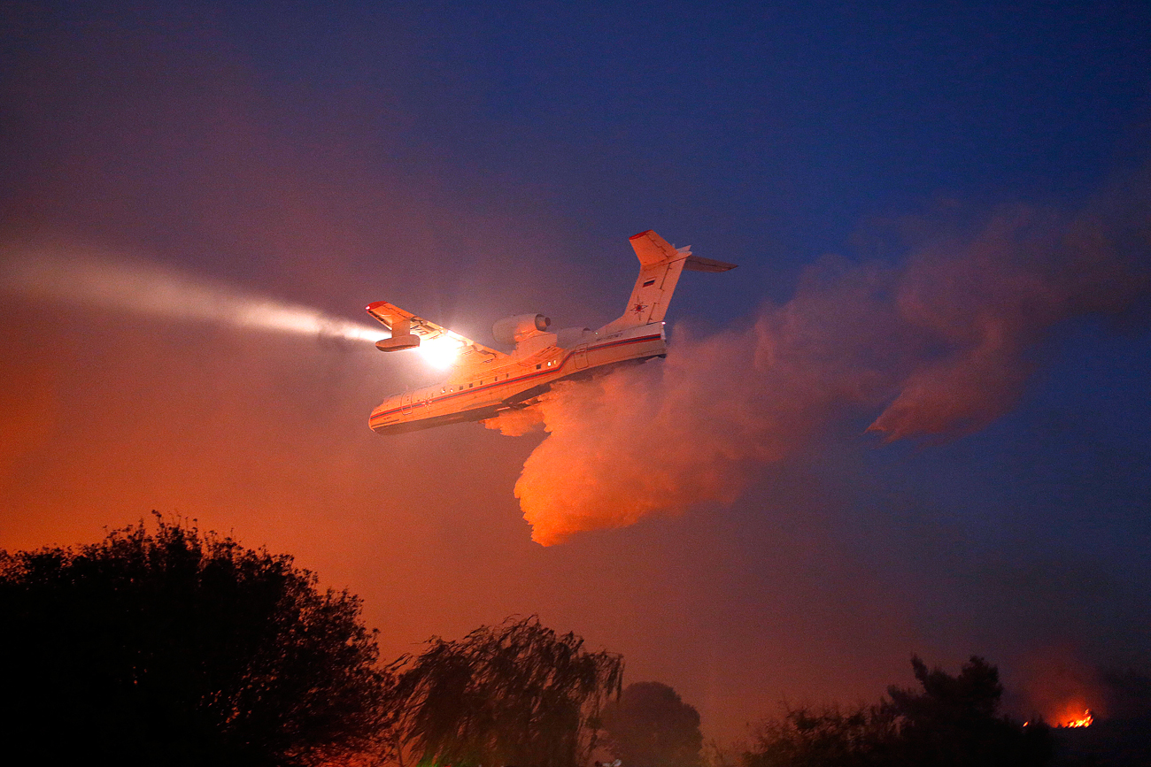 Russian plane Beriev Be-200 help in efforts to extinguish a fire in Nataf near Jerusalem, Israel