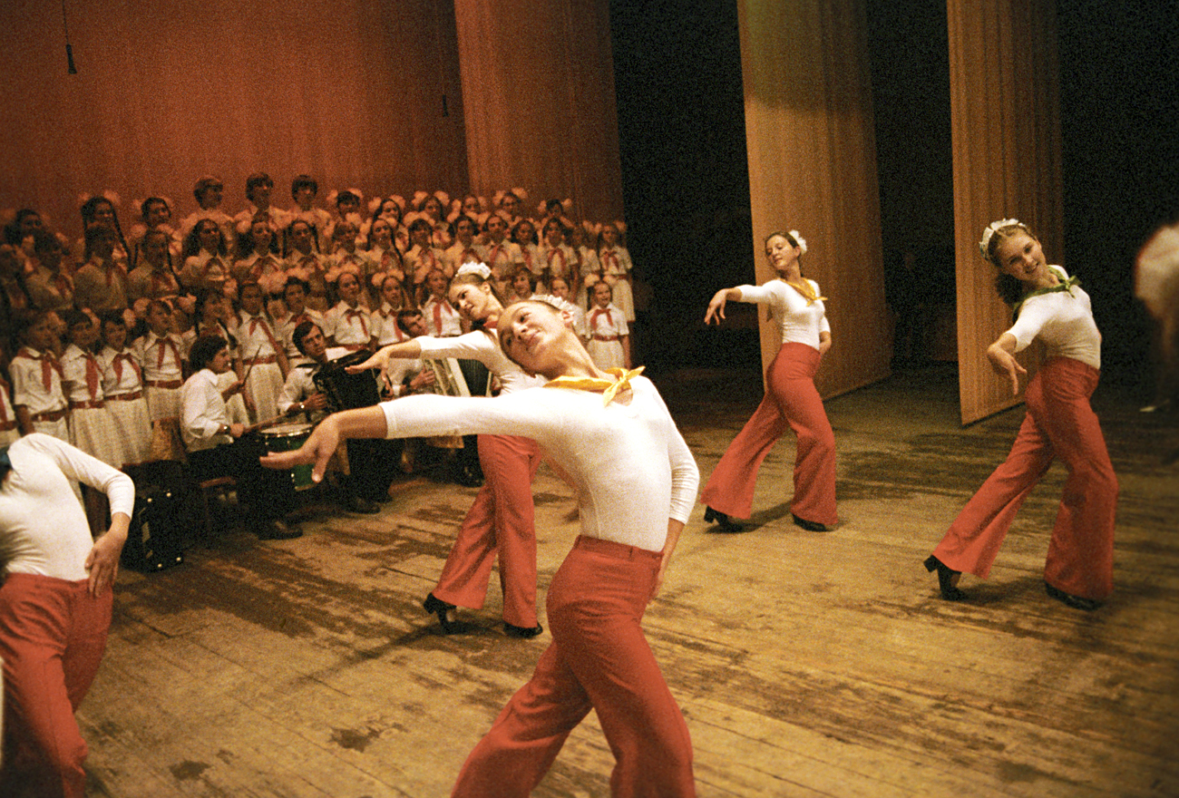 """The senior group of the collective farm song and dance company """"School Years"""" from the village of Novopokrovksaya performing the dance """"Cuba."""" / Source: Vladimir Perventsev"""