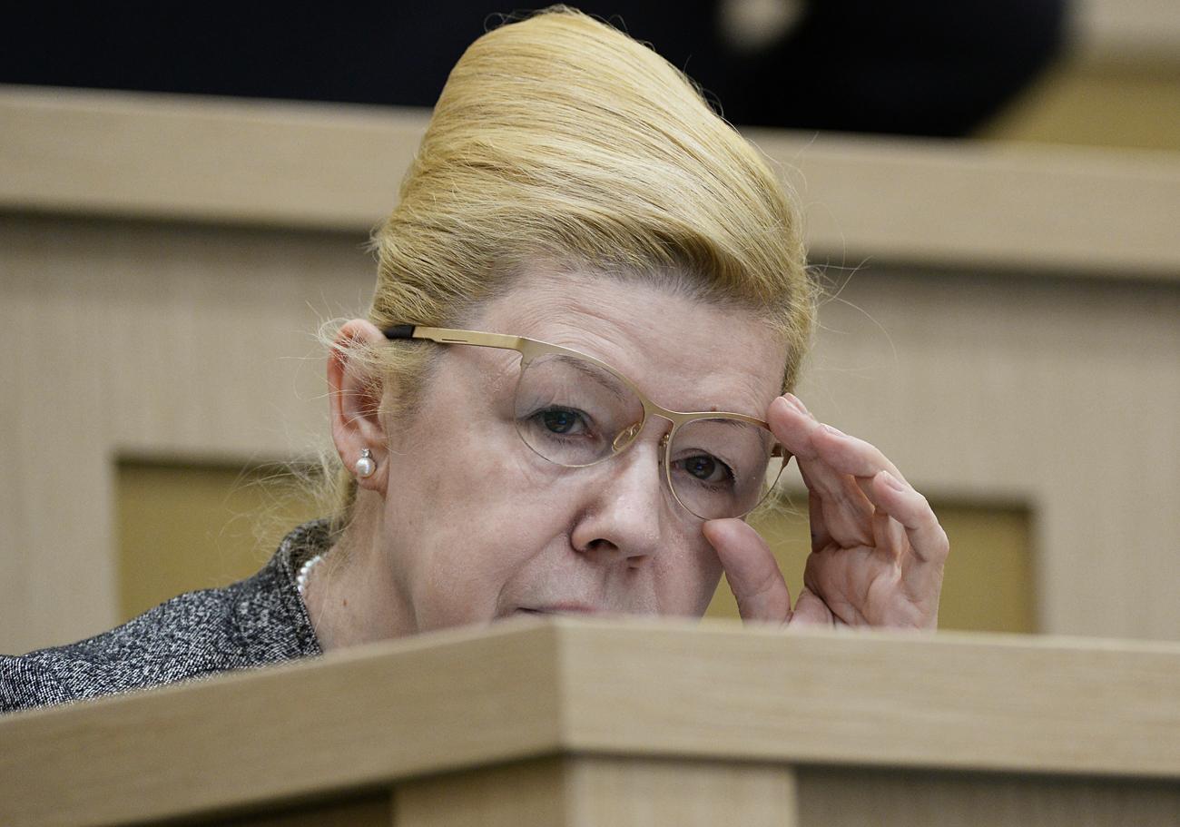 Para a deputada Elena Mizúlina, é inconcebível que agressor doméstico possa ser preso e tenha passagem pela polícia, e não apenas multa. / Maksim Blinov/RIA Novosti