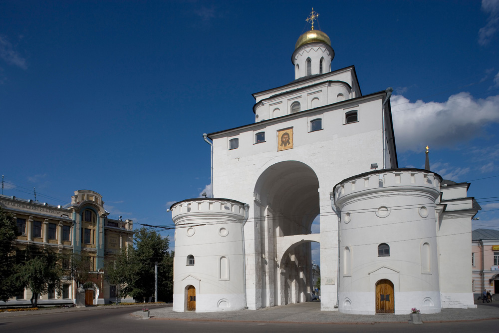 The Golden Gate, crowned by a tiny church u2013 Vladimiru2019s symbol since 1164