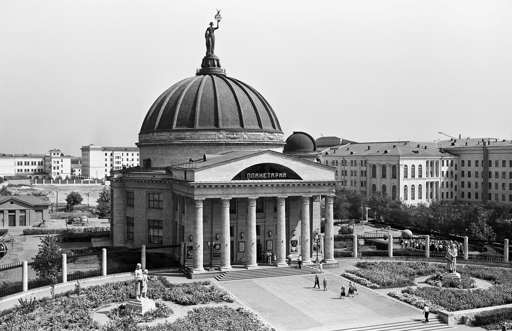 "The architectural avant-garde style, which prevailed between 1918 and 1932 was followed by the era of Stalin's neoclassicism – the so-called ""Grand Style"". In 1931 Moscow's reconstruction project was approved, and then the ambitious construction program spanning the whole USSR was launched. // Planetarium, Volgograd, 1960"