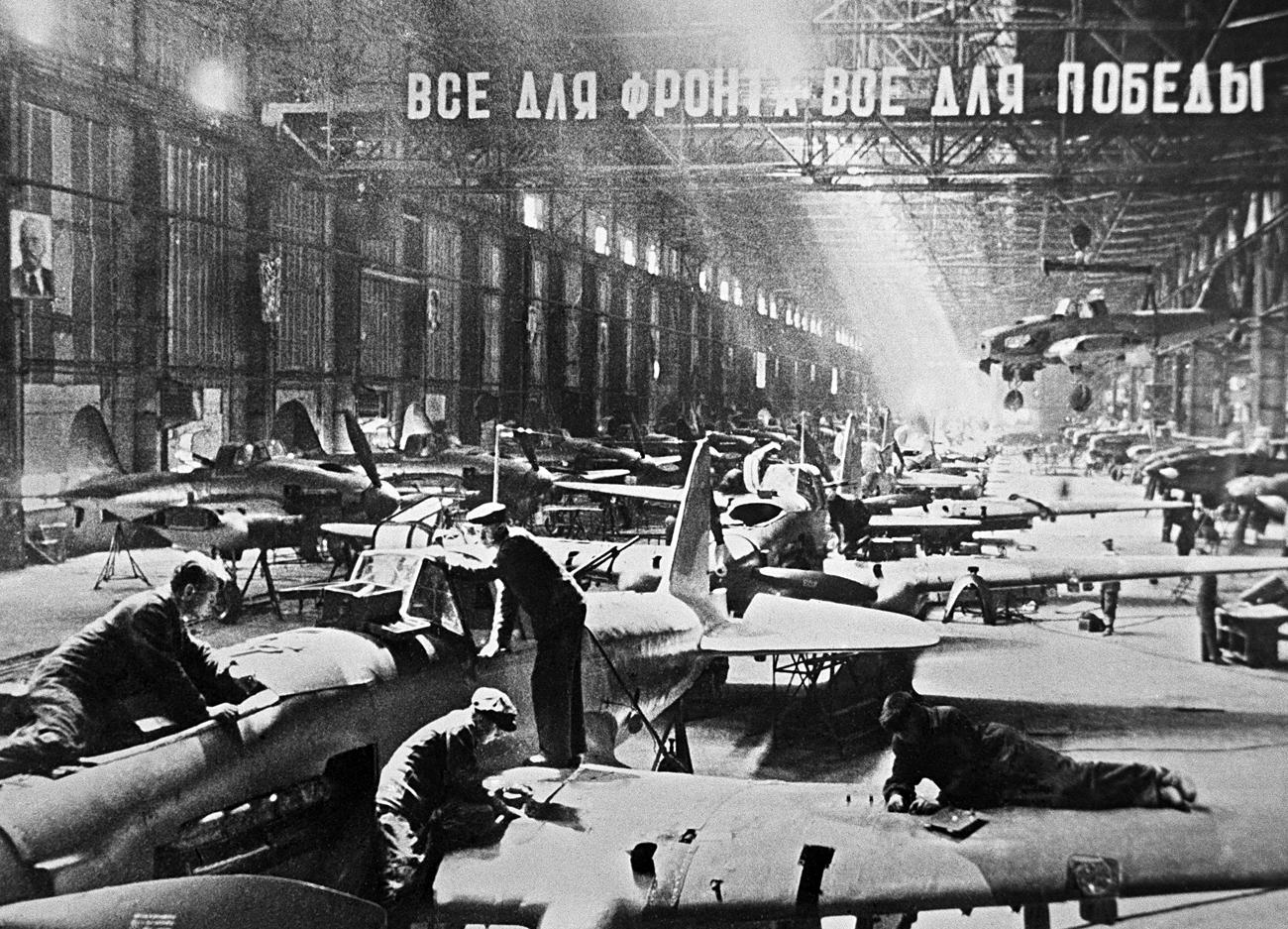 Operazioni di assemblaggio degli aerei Ilyushin durante la Grande guerra patriottica. Fonte: TASS